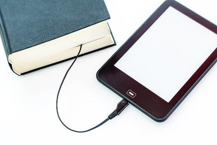 Livre connecté à une tablette